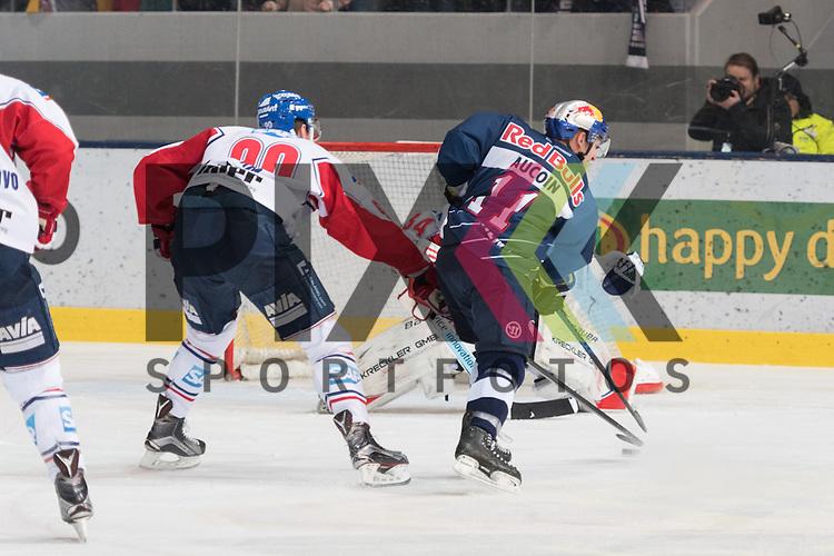 Im Bild Luke ADAM (Adler Mannheim, 90), Keith AUCOIN (EHC Red Bull M&uuml;nchen, 11), Drew MACINTYRE (Adler Mannheim, 34)  beim Spiel in der DEL, EHC Red Bull Muenchen (blau) - Adler Mannheim (weiss).<br /> <br /> Foto &copy; PIX-Sportfotos *** Foto ist honorarpflichtig! *** Auf Anfrage in hoeherer Qualitaet/Aufloesung. Belegexemplar erbeten. Veroeffentlichung ausschliesslich fuer journalistisch-publizistische Zwecke. For editorial use only.