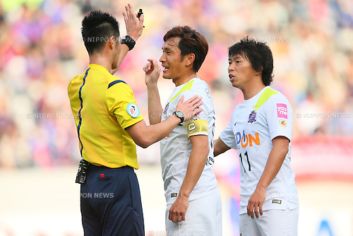 (L to R) <br /> Toshihiro Aoyama, <br /> Hisato Sato (Sanfrecce), <br /> APRIL 18, 2015 - Football /Soccer : <br /> 2015 J1 League 1st stage match <br /> between F.C. Tokyo 1-2 Sanfrecce Hiroshima <br /> at Ajinomoto Stadium, Tokyo, Japan. <br /> (Photo by YUTAKA/AFLO SPORT) [1040]