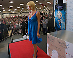 031409tvonstage.Paris Hilton steps onto the stage to cheers and applause..BND/TIM VIZER