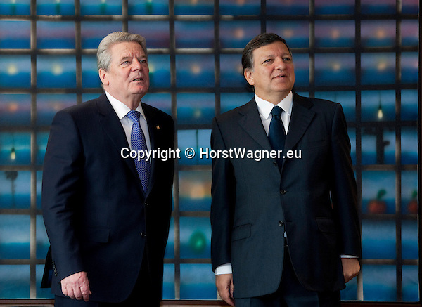 Brussels-Belgium, April 17, 2012 -- José (Jose) Manuel BARROSO (ri), President of the European Commission, welcomes Joachim GAUCK (le), President of the Federal Republic of Germany -- Photo: © HorstWagner.eu