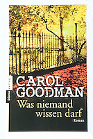 WAS NEIMAND WISSEN DARF, by Carol Goodman<br /> <br /> German Trade Paperback Edition, October 2008<br /> Published by Roman/Random House Germany<br /> Photo of New York City's Gramercy Park on an Autumn Night available from Getty Images.  <br /> <br /> Please search for image # 10149895 on www.gettyimages.com