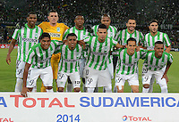 MEDELLÍN -COLOMBIA-19-11-2014. Jugadores de Atlético Nacional de Colombia posan para una foto previo al encuentro de ida con Sao Paulo de Brasil por la semifinal en la Copa Total Sudamericana 2014 realizado en el estadio Atanasio Girardot de Medellín./ Players of Atletico Nacional pose to a photo prior the first leg match against Sao Paulo of Brazil for the semifinals of the Copa Total Sudamericana 2014 played at Atanasio Girardot stadium in Medellin. Photo: VizzorImage/Luis Ríos/STR