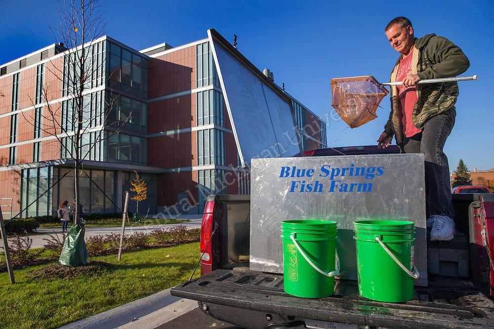 2016-516-05 Biosciences aquariums add fish sj JPG | Central