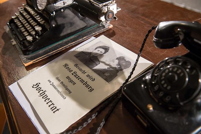 Probe des Theaterstueck &quot;ROSA- UND DIE FREIHEIT DER ANDERSDENKENDEN&quot; der Dramaturgin Barbara Kastner.<br /> Regie: Anja Panse.<br /> Darsteller:<br /> Rosa Luxemburg: Susanne Jansen.<br /> Ernst Julius Waldemar Pabst, Kaiser Wilhelm III, u.a.: Lutz Wessel.<br /> Leutnant, Bundesverteidigungsminsiterin, u.a.: Arne van Dorsten.<br /> Musikerin, Sophie Lieberknecht: Annegret Enderle.<br /> 22.5.2017, Berlin<br /> Copyright: Christian-Ditsch.de<br /> [Inhaltsveraendernde Manipulation des Fotos nur nach ausdruecklicher Genehmigung des Fotografen. Vereinbarungen ueber Abtretung von Persoenlichkeitsrechten/Model Release der abgebildeten Person/Personen liegen nicht vor. NO MODEL RELEASE! Nur fuer Redaktionelle Zwecke. Don't publish without copyright Christian-Ditsch.de, Veroeffentlichung nur mit Fotografennennung, sowie gegen Honorar, MwSt. und Beleg. Konto: I N G - D i B a, IBAN DE58500105175400192269, BIC INGDDEFFXXX, Kontakt: post@christian-ditsch.de<br /> Bei der Bearbeitung der Dateiinformationen darf die Urheberkennzeichnung in den EXIF- und  IPTC-Daten nicht entfernt werden, diese sind in digitalen Medien nach &sect;95c UrhG rechtlich geschuetzt. Der Urhebervermerk wird gemaess &sect;13 UrhG verlangt.]