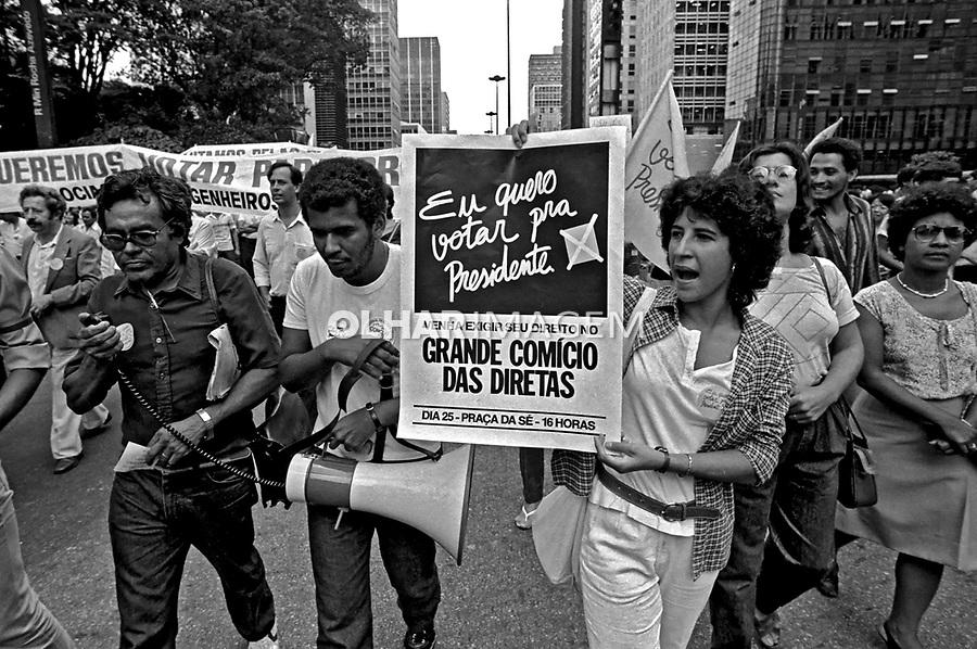 Funcionários de estatais em campanha por eleições Diretas Já. Avenida Paulista. SP. 1984. Foto de Juca Martins.