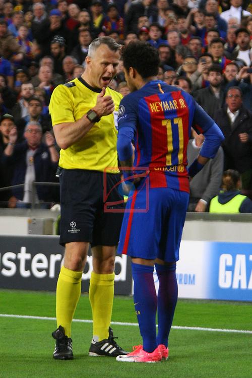 UEFA Champions League 2016/2017.<br /> Quarter-finals 2nd leg.<br /> FC Barcelona vs Juventus Football Club: 0-0.<br /> Bjorn Kuipers &amp; Neymar Jr.