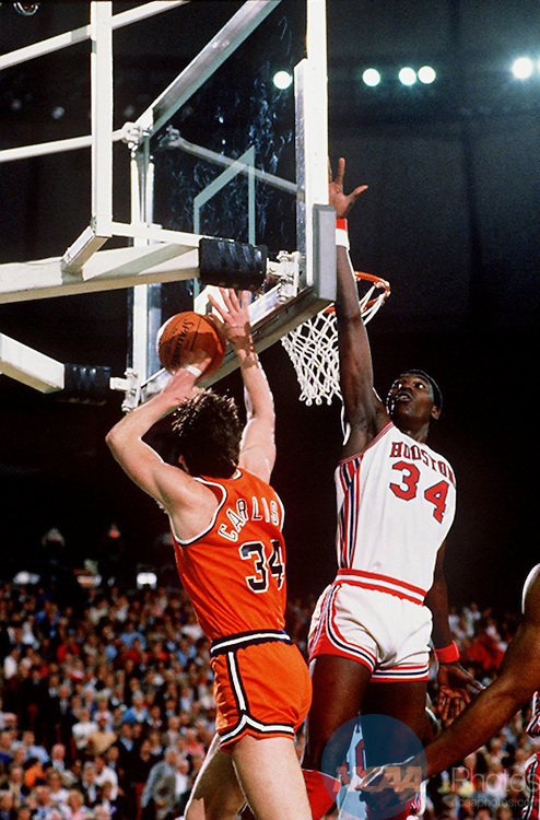 [M1K84CAI.JPG]Caption: Rick Carlisle (left) of Virginia is forced behind the backboard by Houston's Akeem Olajuwon, an all-tournament team selection, during the 1984 national semifinal game in Seattle, Washington. Olajuwon lead the Cougars to a 49-47 thriller over the Cavaliers. Rich Clarkson/NCAA Photos.Photographer: Rich ClarksonCity: SeattleState: WashingtonDate: 19840331Object Name: M1K84CAI.JPGCaption Writer: AB