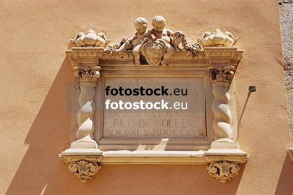 Coat of arms of the historic palace of the bishop Nadal, today Hotel Bisbe Nadal<br /> <br /> Emblema del antiguo palacio del arzobispo Nadal, hoy Hotel Bisbe Nadal<br /> <br /> Wappen des historischen Palasts des Bischofs Nadal, heute Hotel Bisbe Nadal<br /> <br /> 1840 x 1232 px<br /> 150 dpi: 31,16 x 20,86 cm<br /> 300 dpi: 15,58 x 10,43 cm<br /> Original: 35 mm