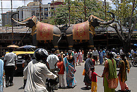 "Asien Suedasien Indien Bombay Mumbai , Strassenverkehr in Dadar - Verkehr xagndaz | .South asia India Mumbai Bombay , heavy traffic in Dadar - transport | [ copyright (c) Joerg Boethling / agenda , Veroeffentlichung nur gegen Honorar und Belegexemplar an / publication only with royalties and copy to:  agenda PG   Rothestr. 66   Germany D-22765 Hamburg   ph. ++49 40 391 907 14   e-mail: boethling@agenda-fototext.de   www.agenda-fototext.de   Bank: Hamburger Sparkasse  BLZ 200 505 50  Kto. 1281 120 178   IBAN: DE96 2005 0550 1281 1201 78   BIC: ""HASPDEHH"" ,  WEITERE MOTIVE ZU DIESEM THEMA SIND VORHANDEN!! MORE PICTURES ON THIS SUBJECT AVAILABLE!!  ] [#0,26,121#]"