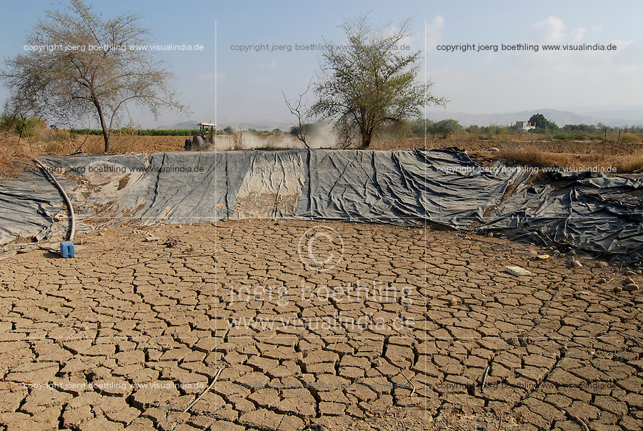 JORDAN, water shortage and agriculture in the Jordan valley , dried water pond / JORDANIEN Wassermangel und Landwirtschaft im Jordan Tal, ausgetrockneter Wasserspeicher fuer Bewaessung