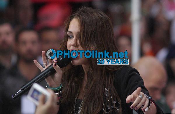 New York, NY, 8-28-2009<br /> Miley Cyrus on NBC's Today Show Conert Series<br /> Photo By John Barrett/PHOTOlink.net
