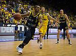 08.05.2018, EWE Arena, Oldenburg, GER, BBL, Playoff, Viertelfinale Spiel 2, EWE Baskets Oldenburg vs ALBA Berlin, im Bild<br /> <br /> Mickey McCONNELL (EWE Baskets Oldenburg #32)<br /> Peyton SIVA (ALBA Berlin #3 ), Dennis CLIFFORD (ALBA Berlin #42 )<br /> Foto &copy; nordphoto / Rojahn
