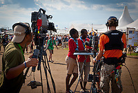 The TV crew takes a show on four seasons square interviewing two scouts from africa. Photo: André Jörg/ Scouterna