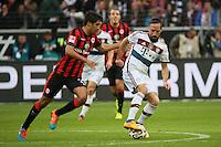 Franck Ribery (Bayern) gegen Slobodan Medojevic (Eintracht) - Eintracht Frankfurt vs. FC Bayern München, Commerzbank Arena