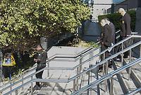 SÃO PAULO,SP, 13.08.2015 - LAVA-JATO - Seguranças do condomínio onde mora o Advogado e ex-vereador do PT Alexandre Romano, são liberados na Polícia Federal após serem detidos na manhã desta quinta-feira (13). Segundo informações preliminares , os Policiais deram ordem de prisão após os seguranças do condomínio não permitirem a entrada dos agentes.(Foto: Marcio Ribeiro/Brazil Photo Press)