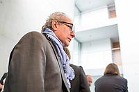 8. Sitzung des &quot;1. Untersuchungsausschuss&quot; der 19. Legislaturperiode des Deutschen Bundestag am Donnerstag den 26. April 2018 zur Aufklaerung des Terroranschlag durch den islamistischen Terroristen Anis Amri auf den Weihnachtsmarkt am Berliner Breitscheidplatz im Dezember 2016.<br /> Es fand an diesem Sitzungstag eine oeffentliche Anhoerung von sieben Sachverstaendigen und einem AfD-Foerderer zum Thema: &quot;Gewaltbereiter Islamismus und Radikalisierungsprozesse&quot; statt.<br /> Im Bild: Der Mannheimer Werbefilmer und aktiver Foerderer der rechtsnationalistischen &quot;Alternative fuer Deutschland&quot;, AfD, Imad Karim. In einer ARD-Dokumentation wird Karim als Beispiel fuer die Verbreitung von &bdquo;Fake News&ldquo; angefuehrt. Imad Karim ist von der Fraktion der AfD als Experte geladen.<br /> 26.4.2018, Berlin<br /> Copyright: Christian-Ditsch.de<br /> [Inhaltsveraendernde Manipulation des Fotos nur nach ausdruecklicher Genehmigung des Fotografen. Vereinbarungen ueber Abtretung von Persoenlichkeitsrechten/Model Release der abgebildeten Person/Personen liegen nicht vor. NO MODEL RELEASE! Nur fuer Redaktionelle Zwecke. Don't publish without copyright Christian-Ditsch.de, Veroeffentlichung nur mit Fotografennennung, sowie gegen Honorar, MwSt. und Beleg. Konto: I N G - D i B a, IBAN DE58500105175400192269, BIC INGDDEFFXXX, Kontakt: post@christian-ditsch.de<br /> Bei der Bearbeitung der Dateiinformationen darf die Urheberkennzeichnung in den EXIF- und  IPTC-Daten nicht entfernt werden, diese sind in digitalen Medien nach &sect;95c UrhG rechtlich geschuetzt. Der Urhebervermerk wird gemaess &sect;13 UrhG verlangt.]