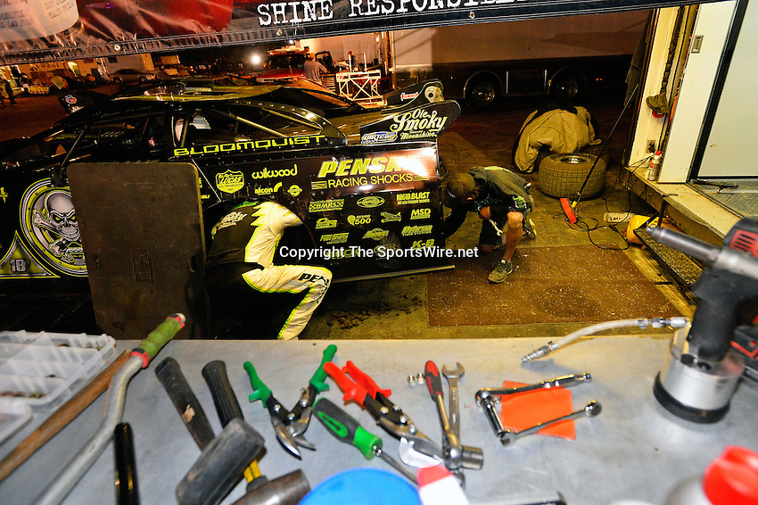 Feb 18, 2014; 9:26:00 PM;  Barberville, FL, USA;  World of Outlaws Late Model Series for 43rd Annual DIRTcar Nationals presented by Summit Racing Equipment at Volusia Speedway Park.  Mandatory Credit: (thesportswire.net)