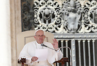 Papa Francesco tiene l'udienza generale del mercoledi' in Piazza San Pietro, Citta' del Vaticano, 29 marzo, 2017.<br /> Pope Francis attends his weekly general audience in St. Peter's Square at the Vatican, on March 29, 2017.<br /> UPDATE IMAGES PRESS/Isabella Bonotto<br /> <br /> STRICTLY ONLY FOR EDITORIAL USE
