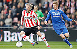 Nederland, Eindhoven, 14 april 2012.Eredivisie .Seizoen 2011-2012.PSV-AZ.Ola Toivonen (l.) van PSV en Rasmus Elm van AZ strijden om de bal