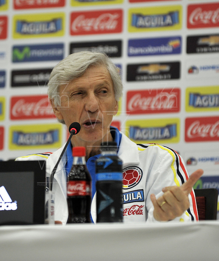 BARRANQUILLA - COLOMBIA -28-03-2016: Jose Pekerman técnico de la Selección Colombia habla con la prensa en Barranquilla. Colombia se prepara para el próximo partido contra Ecuador para la calificificacion a la Copa Mundo FIFA Rusia 2018. / Jose Pekerman coach of Colombia Team speaks with the media in Barranquilla. The Colombia Team preparing for the next game against Ecuador for the qualifier to 2018 FIFA World Cup Russia. (Photo: VizzorImage / Luis Ramirez / Staff.)