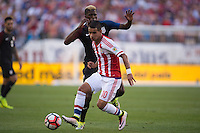 Action photo during the match USA vs Paraguay at Lincoln Financial Field, Copa America Centenario 2016. ---Foto  de accion durante el partido USA vs Paraguay, En el Lincoln Financial Field, Partido Correspondiante al Grupo - D -  de la Copa America Centenario USA 2016, en la foto: Gyasi Zardes, Derlis González