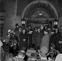 le Maire de Quebec Wilfred Hamel et l'appel nomimal en novembre 1962 (date exacte inconnue)<br /> <br /> PHOTO : Agence Quebec Presse