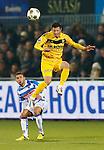 Nederland, Zwolle, 30 november 2012.Seizoen 2012-2013 .Eredivisie .PEC Zwolle-VVV Venlo.Bryan Linssen (r.) van VVV Venlo kopt de bal weg voordat Rochdi Achenteh (l.) van PEC Zwolle erbij kan.