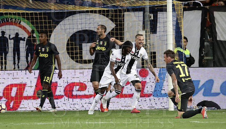 Calcio, Serie A: Parma - Juventus, Parma stadio Ennio Tardini, 1 settembre 2018.<br /> Parma's Gervinho (second left) celebrates after scoring with his teammates during the Italian Serie A football match between Parma and Juventus at Parma's Ennio Tardini stadium, September 1, 2018. <br /> UPDATE IMAGES PRESS/Isabella Bonotto