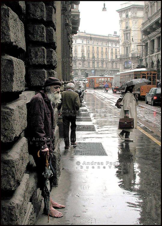 Milano, senzatetto via Manzoni.<br /> Milan, homeless in Manzoni street.