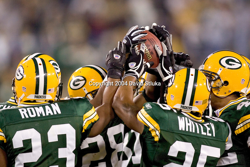 Green Bay Packers huddle up prior to an NFL football game against the Tennessee Titans at Lambeau Field on October 10, 2004 in Green Bay, Wisconsin. The Titans defeated the Packers 48-27. (Photo by David Stluka)