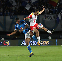 BOGOTÁ- COLOMBIA, 13-12-2017:Harold Mosquera(Izq.) jugador de Millonarios disputa el balón con Anderson Plata (Der.) jugador del  Independiente Santa Fe, durante  el primer partido por la final  ida de la Liga Aguila 2017  entre   Millonarios  y e Independiente Santa Fe , jugado en el estadio Nemesio Camacho El Campín de la ciudad de Bogotá. /Harold Mosquera (L) Millonarios player fights the ball with Anderson Plata (R) Player of Independiente Santa Fe , during firts match of the final round of the Aguila League 2017 between Millonarios  and Independiente Santa Fe , played at the Nemesio Camacho El Campin stadium in Bogota city: Vizzorimage / Felipe Caicedo / Staff
