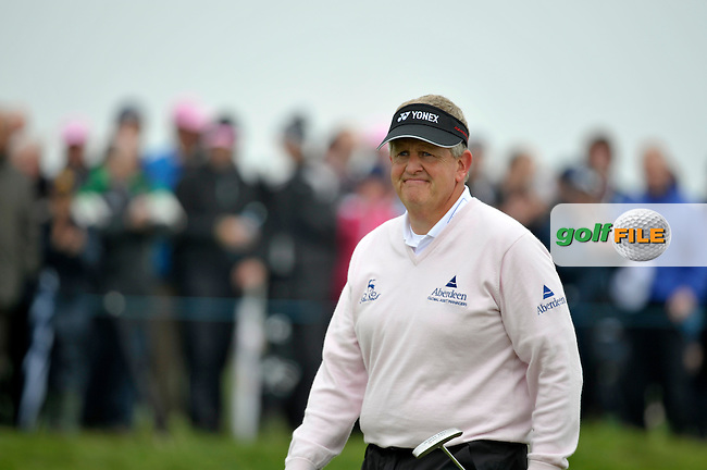 Colin Montgomerie on the 9th green during Round 2 of the 3 Irish Open on 15th May 2009 (Photo by Eoin Clarke/GOLFFILE)