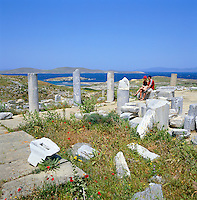 Greece, Cyclades, Island Delos: important mythological, historical and archaeological site, birthplace of Apollo and Artemis, the island is UNESCO World Cultural Heritage | Griechenland, Kykladen, Insel Delos: antike, heilige Staette, beruehmt durch das Apollonheiligtum, die Insel ist UNESCO Weltkulturerbe