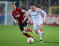 FUSSBALL   1. BUNDESLIGA   SAISON 2012/2013  15. SPIELTAG     SC Freiburg - FC Bayern Muenchen      28.11.2012 Franck Ribery (re, FC Bayern Muenchen) gegen Julian Schuster (SC Freiburg)