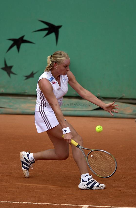 Photo. Richard Lane. .Roland Garros 2002, French Open Tennis. 27/5/2002.Barbara Schett of Austria