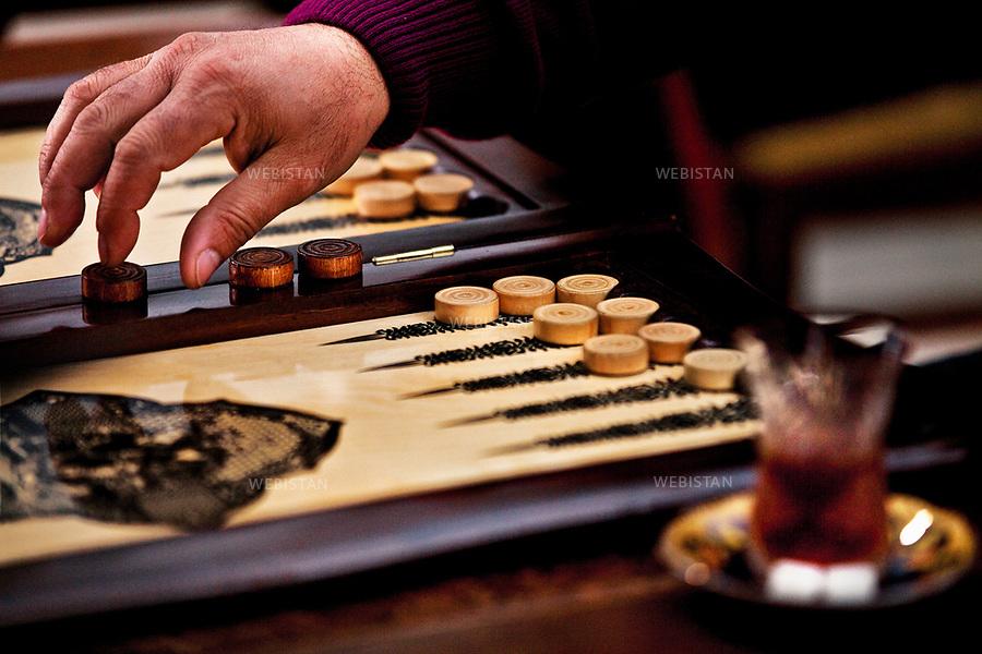 Azerbaijan, Baku, Old City, March 27, 2012<br /> Men play backgammon in the Old City while drinking tea. Backgammon has ancient roots in the Persian Empire and plays a major role in Azerbaijani culture. <br /> <br /> Azerba&iuml;djan, Bakou, vieille ville, 27 Mars 2012.<br /> Les hommes jouent au backgammon dans la vieille ville en buvant du th&eacute;. Ce jeu trouve ses racines anciennes dans l'Empire perse et joue un r&ocirc;le majeur dans la culture azerba&iuml;djanaise.