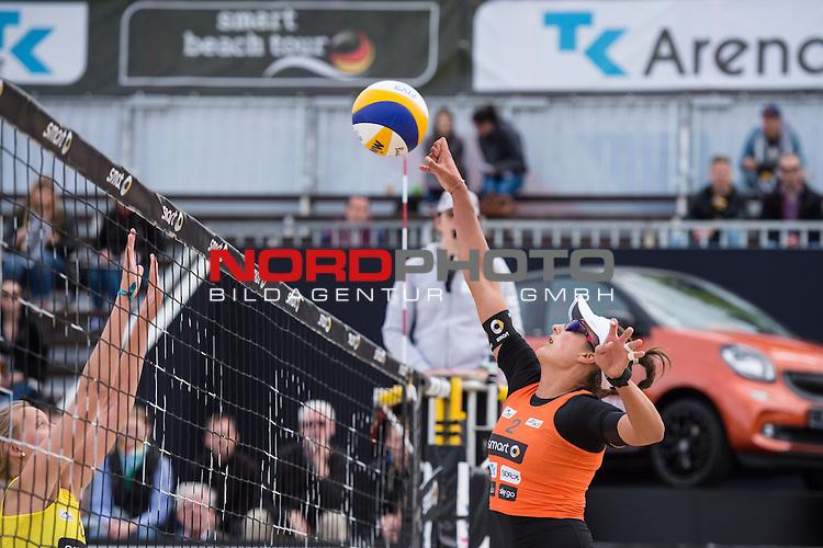 09.05.2015, Muenster, Schlossplatz<br /> smart beach tour, Supercup MŸnster / Muenster, Hauptfeld<br /> <br /> Block Lena Ottens - Angriff Ilka Semmler<br /> <br />   Foto &copy; nordphoto / Kurth