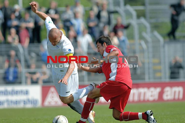 3. FBL 2008/2009 33. Spieltag RŁckrunde <br /> BSV Kickers Emden vs. FC Rot-WeiŖ Erfurt,<br /> <br />  Foul am Rudi Zedi (Emden #2) durch Samil Cinaz (Erfurt #6)  , <br /> Foto &copy; nph (nordphoto)