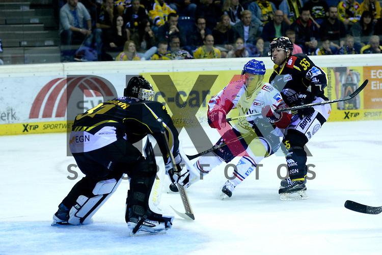 1. Spieltag der DEL Saison 2016/17 &ndash; Krefeld Pinguine vs. Adler Mannheim (16.09.2016) /#23 Marcel Goc (Mannheim) /#55 Mike Little (KEV) im Spiel in der DEL, Krefeld Pinguine (schwarz) &ndash; Adler Mannheim (weiss).<br /> <br /> Foto &copy; PIX-Sportfotos.de *** Foto ist honorarpflichtig! *** Auf Anfrage in hoeherer Qualitaet/Aufloesung. Belegexemplar erbeten. Veroeffentlichung ausschliesslich fuer journalistisch-publizistische Zwecke. For editorial use only.