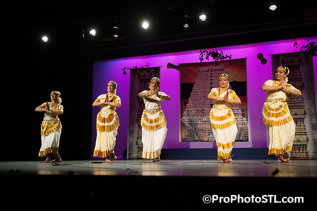 Mohiniyattam recital by Smitha Rajan at Indian Dance Festival at Clayton High School Auditorium in St. Louis, MO on April 13, 2014.