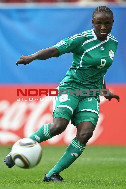 17.07.2010,  Augsburg, GER, FIFA U20 Womens Worldcup, Nigeria vs Japan,  im Bild torvorbereitung zum 2-0 durch Ebere ORJI (Nigeria Nr.8)  , Foto: nph /  Straubmeier