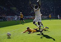 Fussball 2. Bundesliga Saison 2011/2012 11. Spieltag Dynamo Dresden - Alemannia Aachen V.l.: Zlatko DEDIC (Dynamo Dresden) kommt im Strafraum gegen Seyi OLAJENGBESI (Aachen) zu Fall.