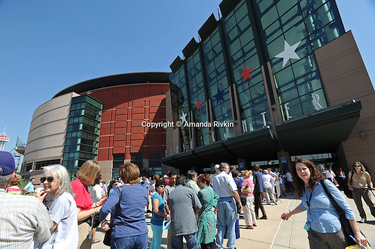Members of the general public stand in line for a sneak peak at the floor of the Democratic National Convention at the Pepsi Center in Denver, Colorado on August 22, 2008.  The Democratic National Convention officially kicks off Monday August 25 at the nearby Pepsi Center.