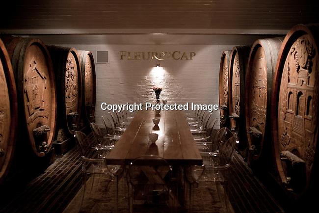 Gamla vintunnor i kallaren pa vingarden Bergkelder i Stellensbosch utanfor Kapstaden, Sydafrika. Foto: Per-Anders Pettersson