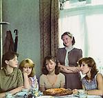 Одиноким предоставляется общежитие (1983)