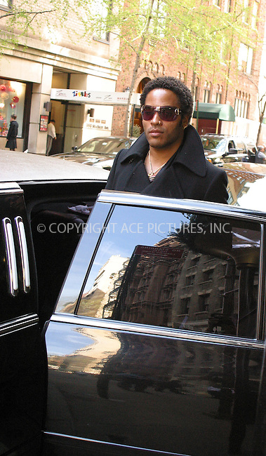 WWW.ACEPIXS.COM . . . . .  ....NEW YORK, APRIL 21, 2005....Lenny Kravitz is seen leaving his upper east side hotel.....Please byline: PAUL CUNNINGHAM - ACE PICTURES..... *** ***..Ace Pictures, Inc:  ..Craig Ashby (212) 243-8787..e-mail: picturedesk@acepixs.com..web: http://www.acepixs.com