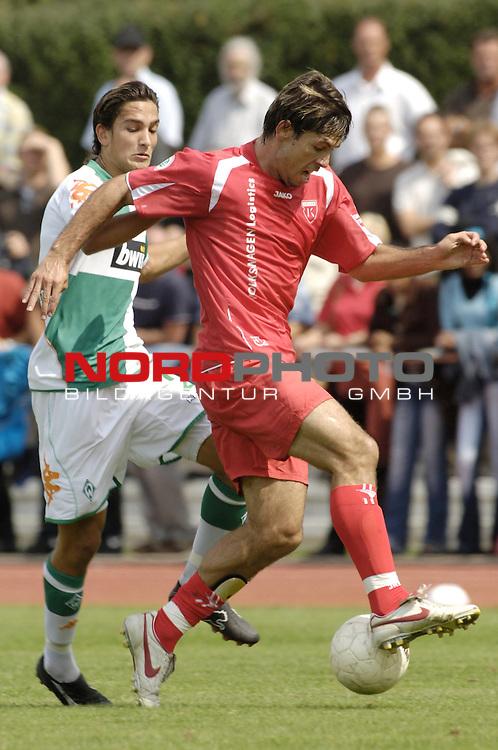 RLN 2006/2007 - 3.Spieltag Hinrunde; Werder Bremen II - BSV Kickers Emden;<br /> Werder-Spieler Jerome Polenz attackiert Radovan Vujanovic<br /> <br /> Foto &copy; nordphoto