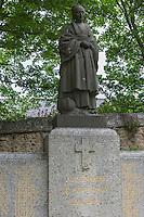 France, Bretagne, (29), Finistère,  Pont-Croix: Statue du Monument aux morts