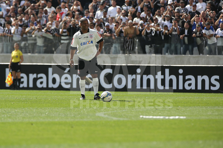 SAO PAULO, SP, 10.05.2014 - JOGO TESTE CORINTHIANS - Marcelinho Carioca durante partida entre ex-jogadores e jogadores do Corinthians realizado no estádio do Itaquerão (Arena Corinthians), zona leste da capital paulista, neste sábado (10). O local será palco da abertura da Copa do Mundo de 2014. (Foto: Vanessa Carvalho/ Brazil Photo Press).