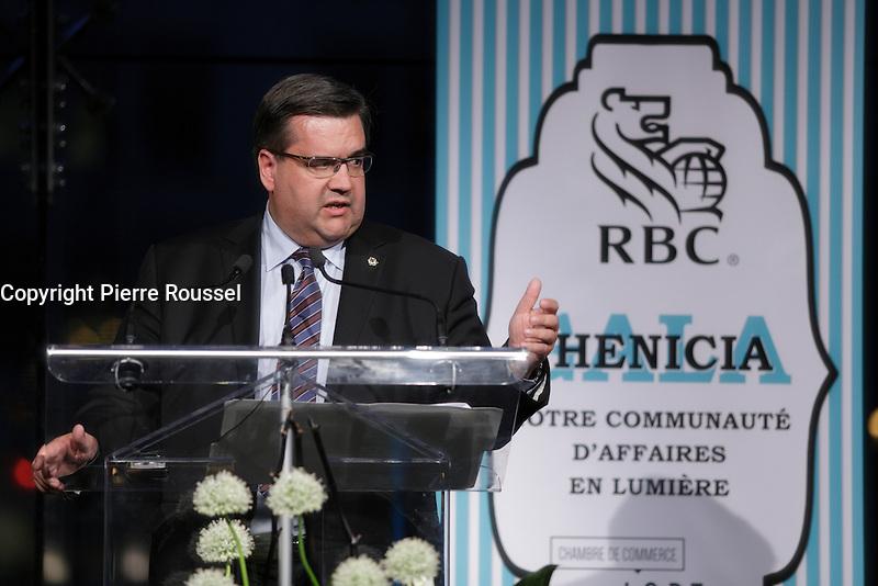 Denis Coderre<br /> <br />  au Gala Phenicia de la Chambre de Commerce LGBT du Qu&eacute;bec, tenu au Parquet de la Caisse de Depots et Placements du Quebec, jeudi, 26 mai 2016.<br /> <br /> <br /> PHOTO : Pierre Roussel -  Agence Quebec Presse